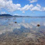 雲を見事にリフレクトしている米原ビーチの海面2