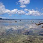 雲を見事にリフレクトしている米原ビーチの海面4