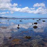雲を見事にリフレクトしている米原ビーチの海面1