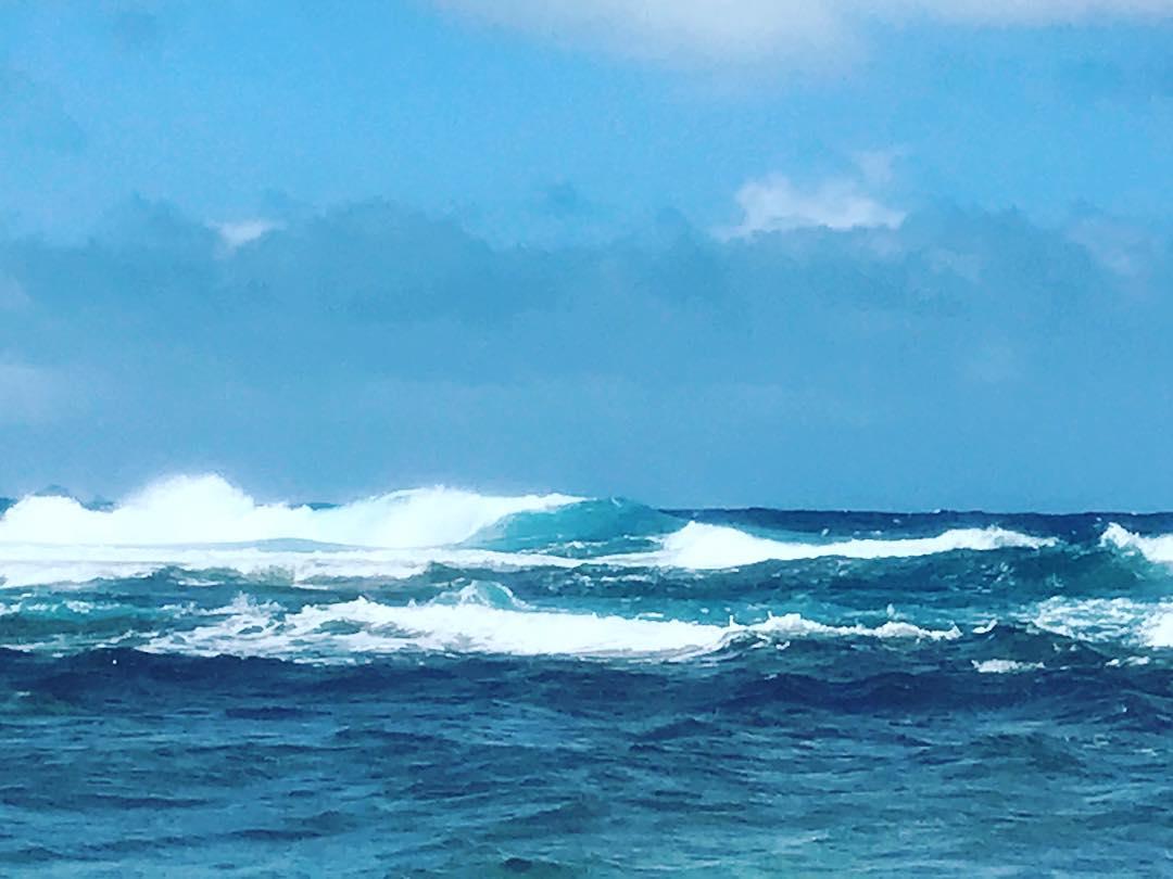 米原ビーチリーフエッジの砕波画像